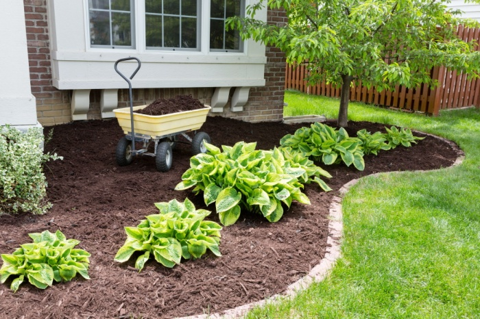 spring home maintenance | front of house with mulch